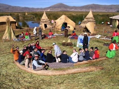 tour puno uros lake titicaca toursperumachupicchu.com